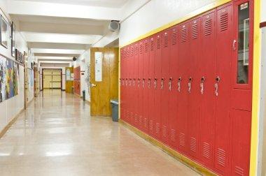 """Картина, постер, плакат, фотообои """"пустой школьный коридор с красными шкафчиками на правой стороне """", артикул 4628738"""