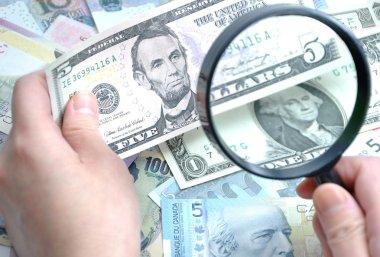 Grabbing Us dollar to check counterfeit