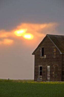 Old farm house on a cloudy day
