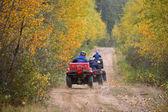 jezdci na všech vozidlech terraine v severní saskatchewan