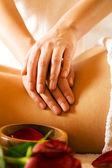 žena si dopřát masáž v