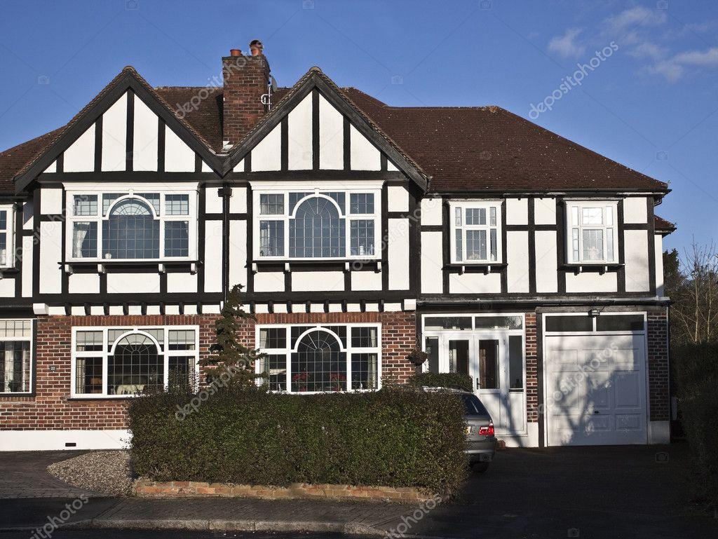casa de estilo Tudor en Londres — Fotos de Stock © Avella2011 #5025864