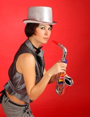 Девушка с саксофоном