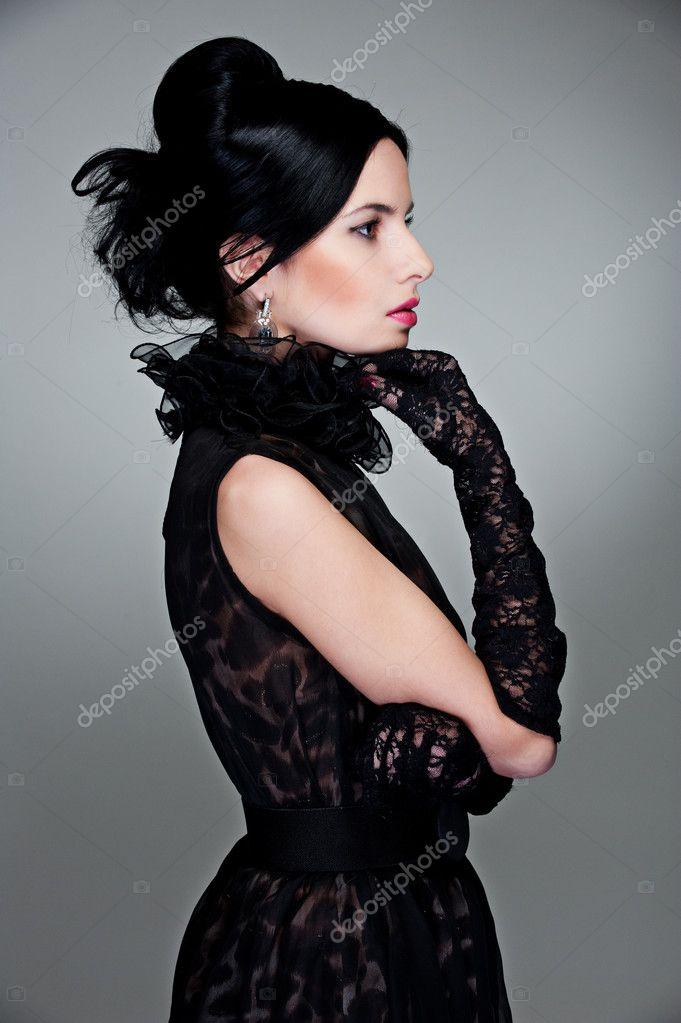 9a8e5afb6b6 Вид сбоку красивая женщина в вечернем платье и перчатки — Фото автора  konstantynov