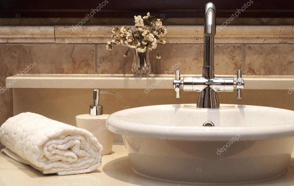 Mooie Wastafels Badkamer : Mooie wastafel in een badkamer u stockfoto elenat