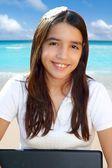 Fotografie Latin Teenager Student lächelnd Holding laptop