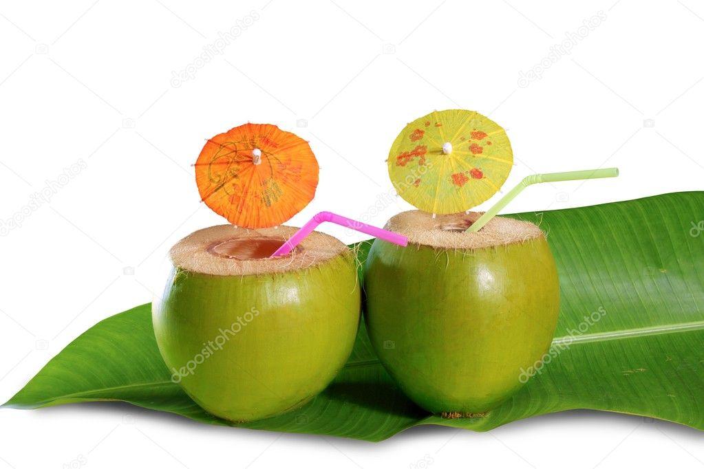 kokosnuss trinken stroh cocktail auf bananenblatt baum stockfoto lunamarina 5122736. Black Bedroom Furniture Sets. Home Design Ideas