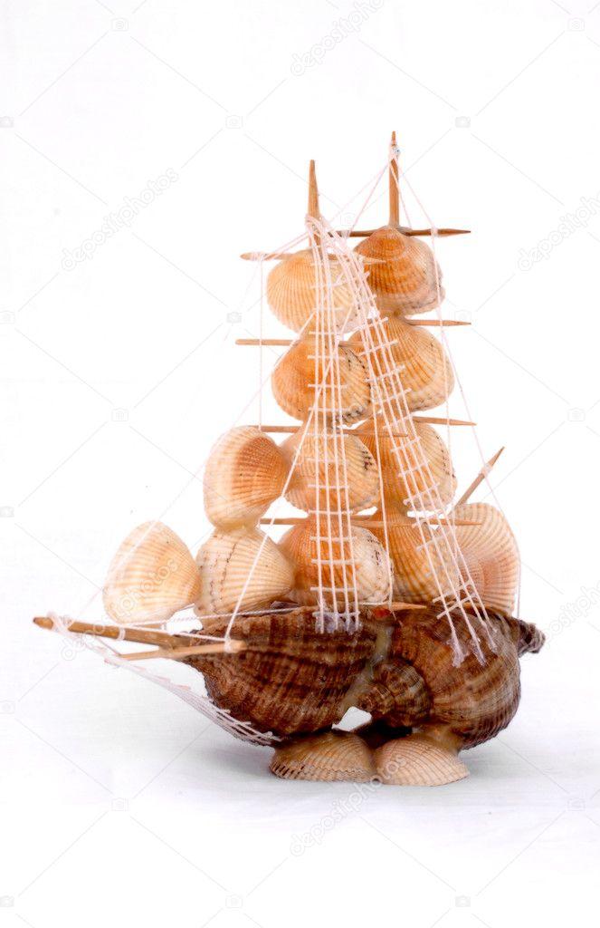 velero, conchas marinas y el mundo aislado en blanco — Foto de stock ...