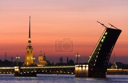 Photo pour Vue classique de Saint-Pétersbourg, Russie dans la nuit blanche - image libre de droit
