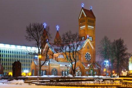 Photo pour Ancienne église chrétienne la nuit à Minsk, Biélorussie - image libre de droit