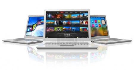 Photo pour Ensemble d'ordinateurs portables blancs - image libre de droit