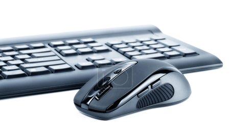 Photo pour Sans fil noir set souris ordinateur clavier et isolé sur blanc - image libre de droit