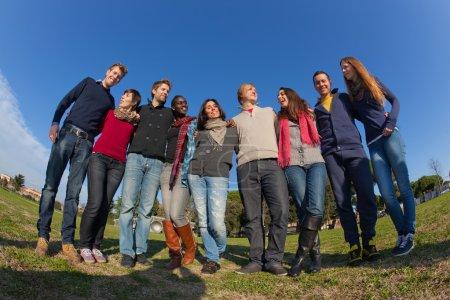 """Photo pour Groupe d """"étudiants heureux collège - image libre de droit"""