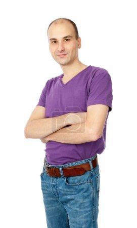 Photo pour Beau homme posant avec les bras croisés isolés sur blanc - image libre de droit