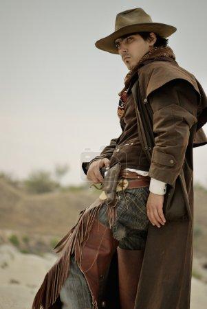 Photo pour Bel homme en vêtements de cow-boy - image libre de droit