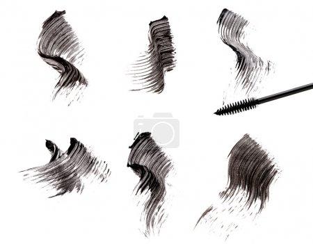 Foto de Cepillo de rímel y trazos aislados en blanco - Imagen libre de derechos