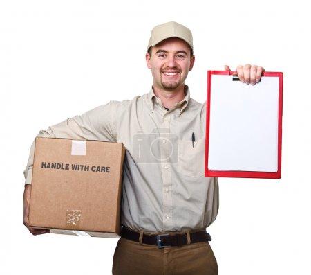 Photo pour Homme de livraison souriant isolé sur fond blanc - image libre de droit