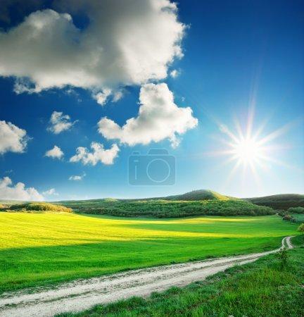 Photo pour Beau paysage ensoleillé. composition de la nature. - image libre de droit