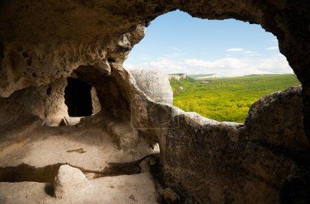 Photo pour Cave City. vue par la fenêtre des cavernes - image libre de droit