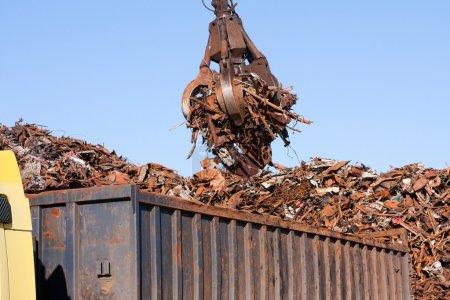 Crane grabber loading a Truck with metal scrap