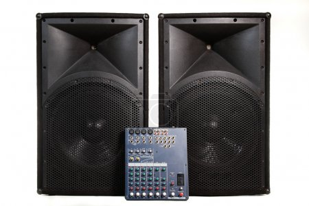 Photo pour Scène audio professionnelle isolé matériel utilisés sur la performance ou club live - image libre de droit