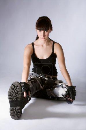 Photo pour Femme en uniforme militaire isolé sur blanc - image libre de droit