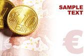 Euro-Cent-Münzen auf Banknoten