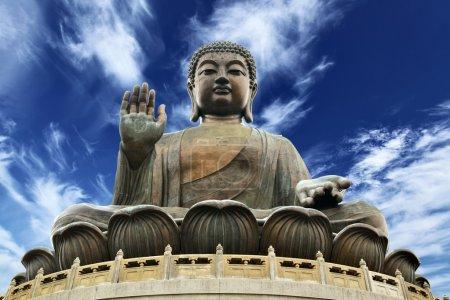 Photo pour Grand Bouddha assis sur lotusl. Hong kong - image libre de droit
