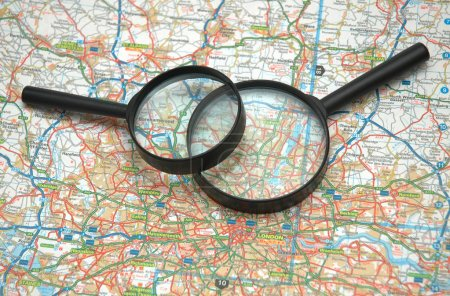 Two magnifying glasses over the map of London