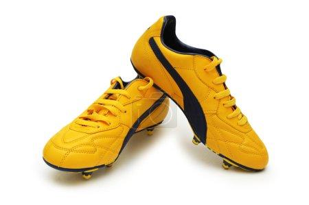 Photo pour Bottes de football jaunes isolées sur le blanc - image libre de droit