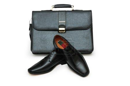 Photo pour Porte-documents noir et chaussures homme isolées sur blanc - plus de détails dans mon portefeuille - image libre de droit