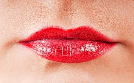 Photo pour Gros plan des lèvres rouges - image libre de droit