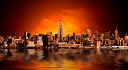 Photo pour Panorama de la ville de New york avec hauts gratte-ciels - image libre de droit