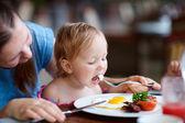 """Постер, картина, фотообои """"семейный завтрак"""""""