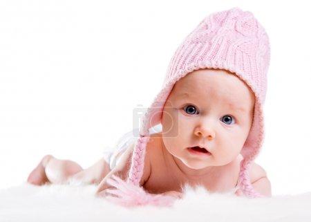 Foto de Retrato de niña de tres meses de edad con sombrero de invierno rosa - Imagen libre de derechos