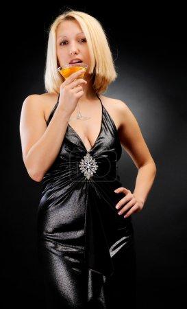 Photo pour Blonde sexy avec gobelet flirtant - image libre de droit