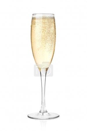 Photo pour Champagne dans une coupe. Isolé sur fond blanc - image libre de droit