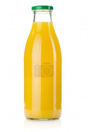 Photo pour Flacon de verre de jus d'orange. isolé sur fond blanc - image libre de droit