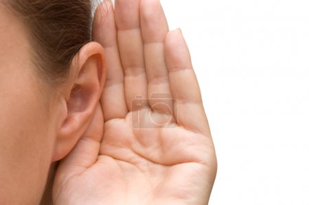 Photo pour Fille écoute avec sa main sur une oreille - image libre de droit
