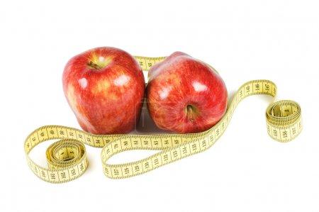Photo pour Pomme rouge avec ruban isolant sur fond blanc - image libre de droit