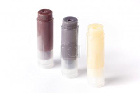 Photo pour Trois bâtons de baume à lèvres maison, isolés sur du blanc . - image libre de droit