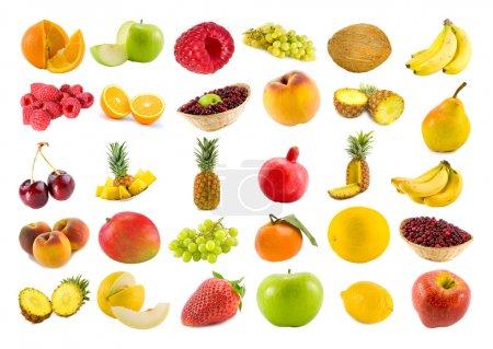 Photo pour Set de trente fruits et baies isolés sur blanc - image libre de droit