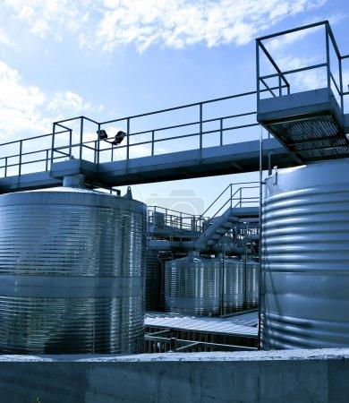 Photo pour Réservoirs en acier inoxydable pour le vin - image libre de droit