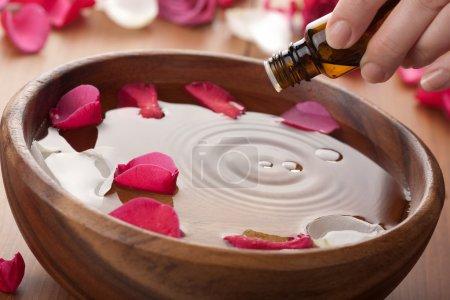 Photo pour Huiles essentielles pour l'aromathérapie - image libre de droit