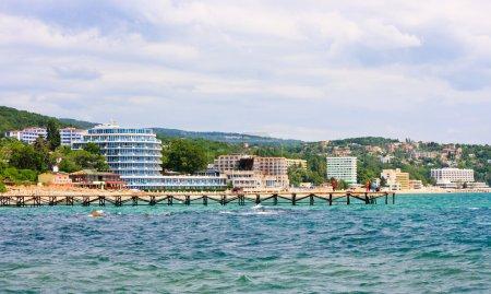 Photo pour Beau paysage sur la côte de la mer Noire, station balnéaire en Bulgarie - image libre de droit