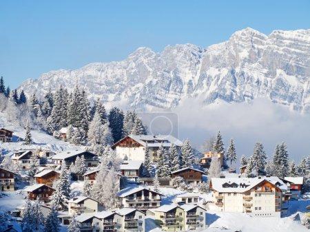 Photo pour Locations de vacances d'hiver en Alpes suisses - image libre de droit