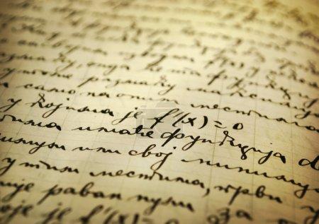 Foto de Primer plano de un viejo manuscrito escrito con tinta - Imagen libre de derechos