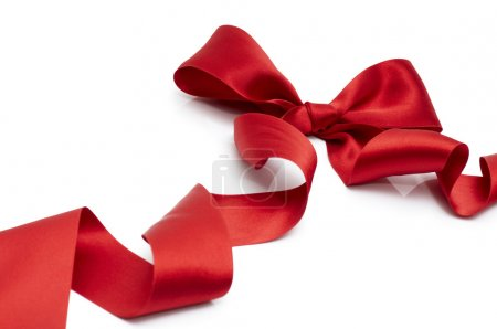 Photo pour Ruban de soie rouge sur fond blanc - image libre de droit