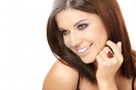 Foto de Retrato de la bella mujer sonriente con un anillo en cada dedo, aislado - Imagen libre de derechos