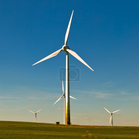 Photo pour L'éolienne - une source d'énergie alternative et verte - image libre de droit